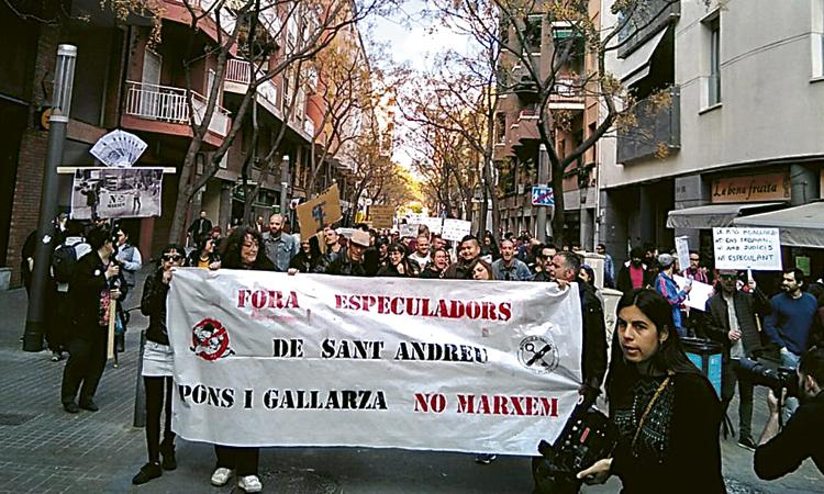 Els veïns de les cases de Pons i Gallarza tornen a protestar
