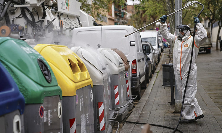 Desinfecten els contenidors contra el coronavirus