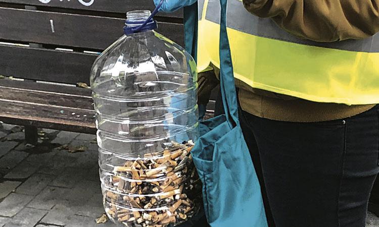 Una batuda contra les burilles de cigarret en permet recollir 15.000