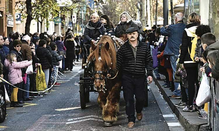 Sant Andreu celebra un any més Els Tres Tombs