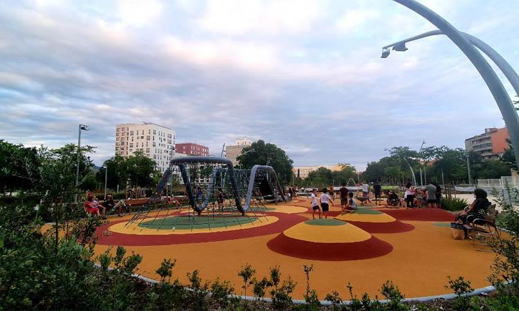 El gran parc infantil de les Casernes ja és una realitat