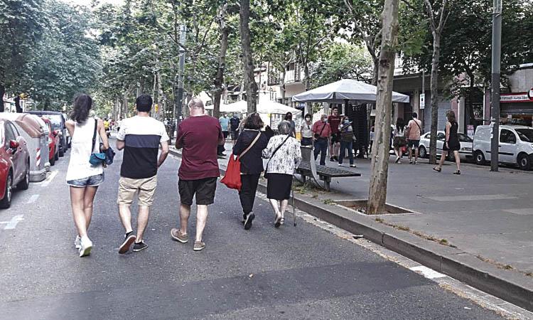 Els veïns gaudeixen d'una rambla Fabra i Puig sense cotxes