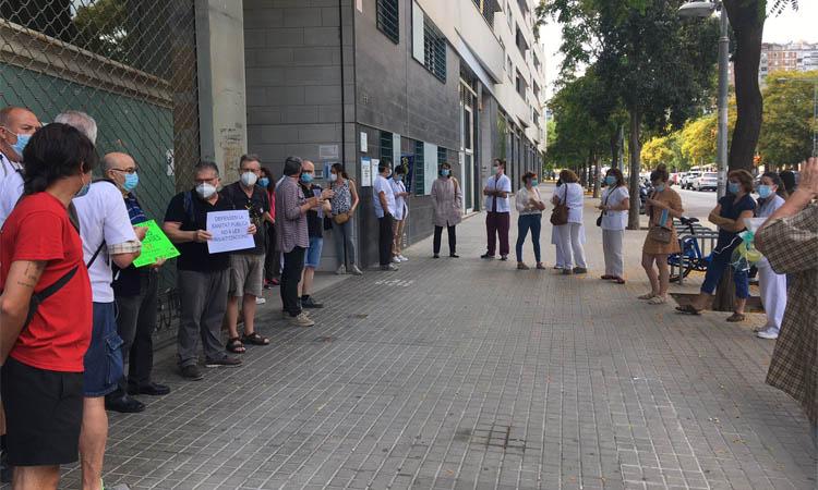 Protesta per demanar l'ampliació del CAP la Sagrera