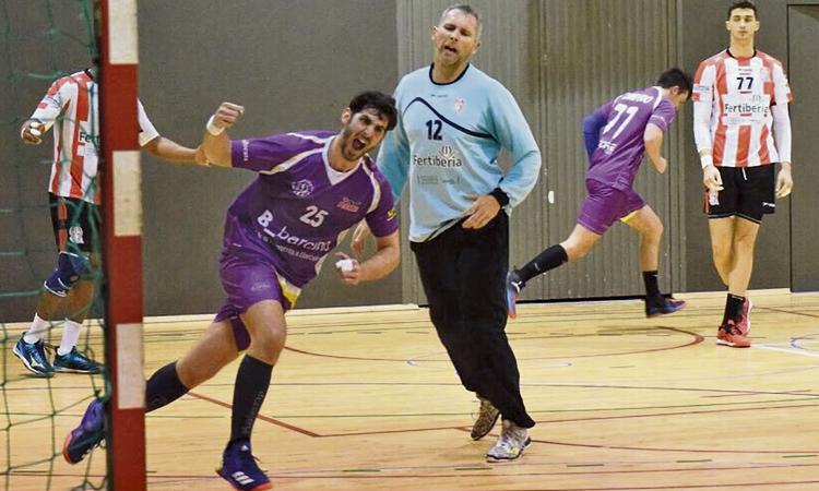 L'Handbol Sant Martí es juga la permanència en quatre partits