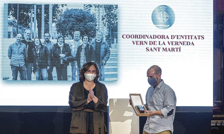 La Coordinadora Vern i Salvador Mañosas reben la Medalla d'Honor