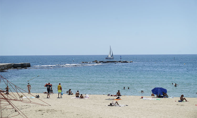 L'Ajuntament prohibirà fumar a les platges Nova Icària i Nova Mar Bella