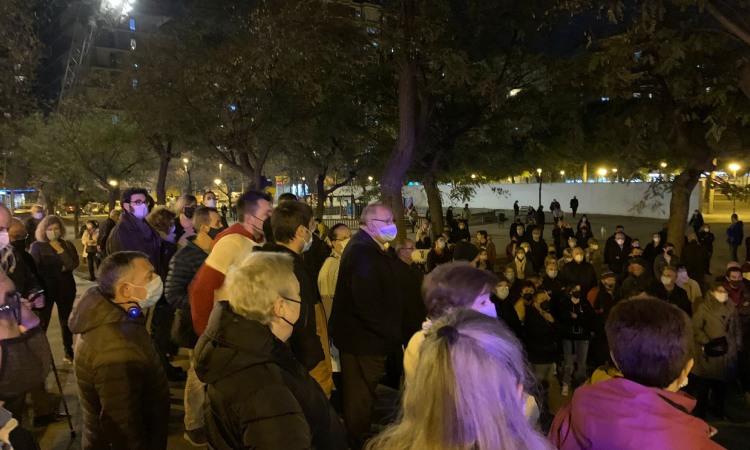 Veïns afectats per Cuines Fantasma celebra la moratòria municipal