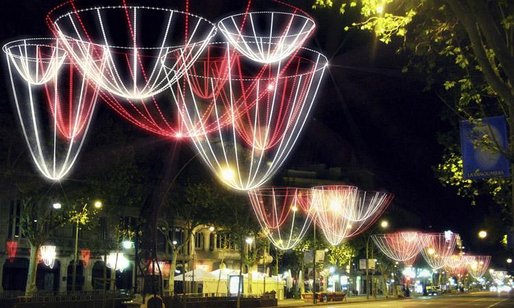 JuntsxCat demana un Nadal amb una il·luminació potent