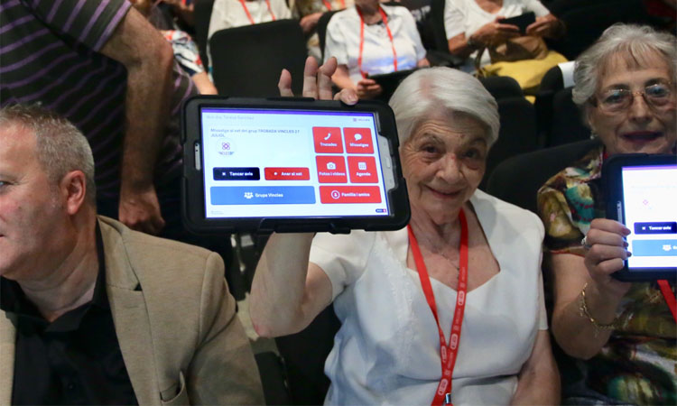 Les polítiques de Barcelona sobre la gent gran arriben a la Unió Europea