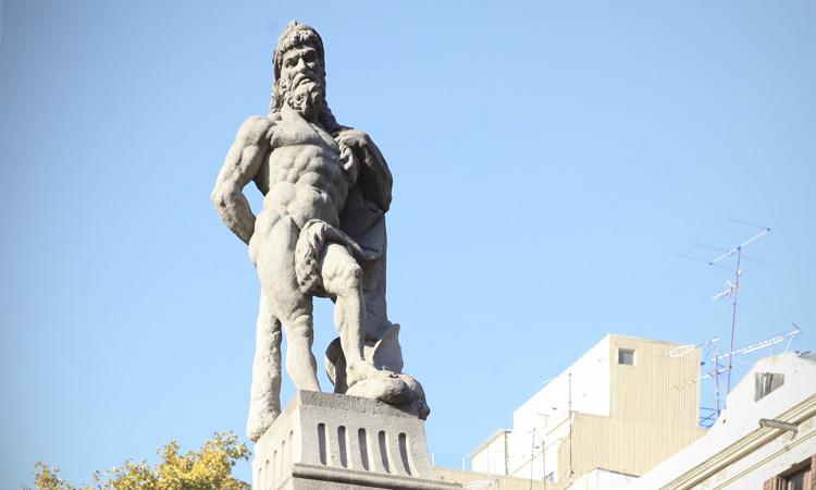 Hèrcules ens vigila des del passeig de Sant Joan