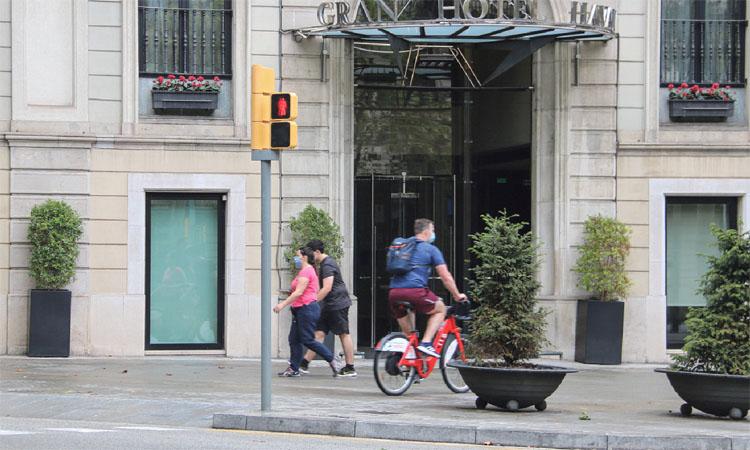 Un estiu a mig gas: el sector hoteler preveu 3 milions de turistes menys que el 2019