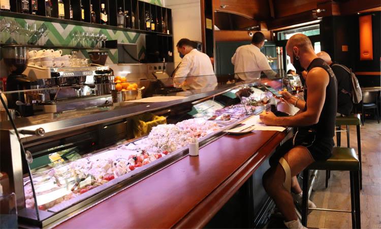 Gairebé un 40% de bars i restaurants estudien tancar