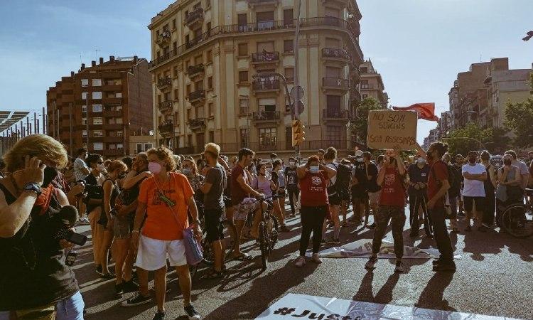 Protesta contra els desnonaments després del suïcidi d'un veí