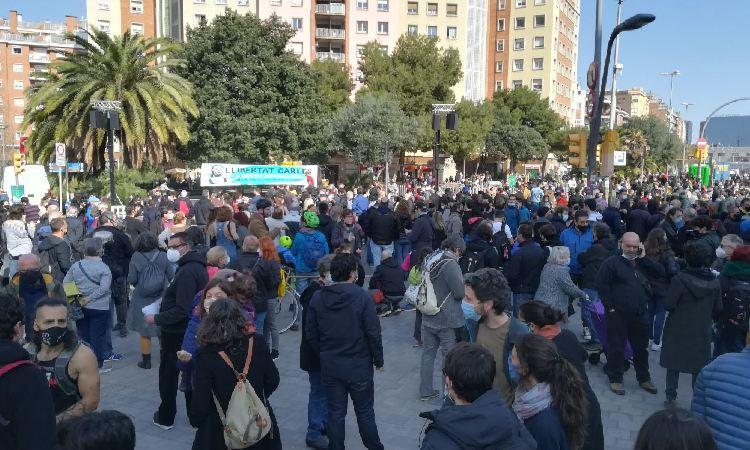 Sants celebra la llibertat del veí detingut en les protestes pel cas Hasel