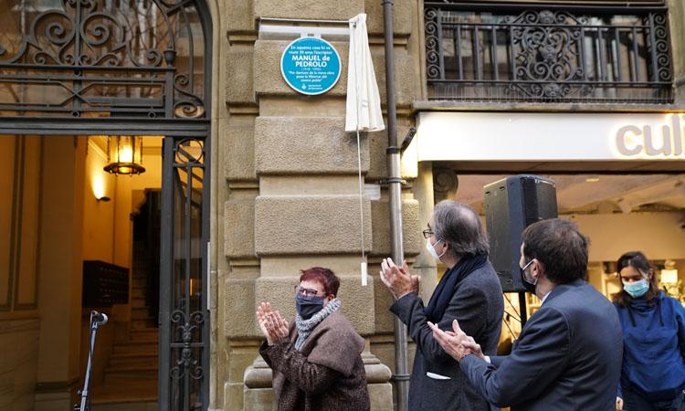 Manuel de Pedrolo ja té una placa d'homenatge al carrer Calvet