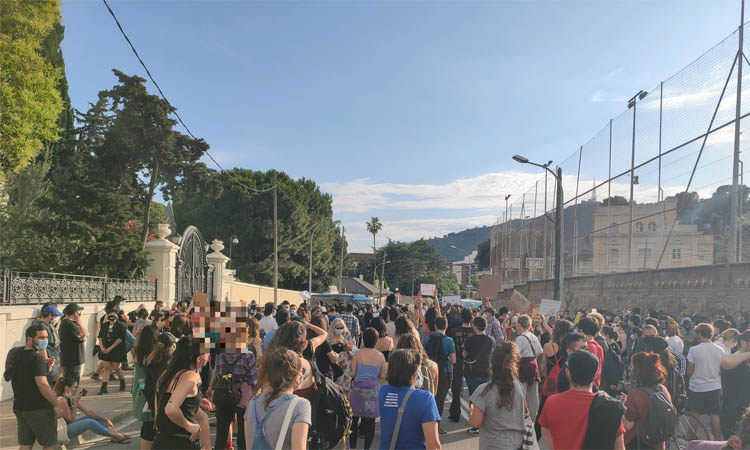 Protesta a davant del consolat dels EUA per la mort de George Floyd