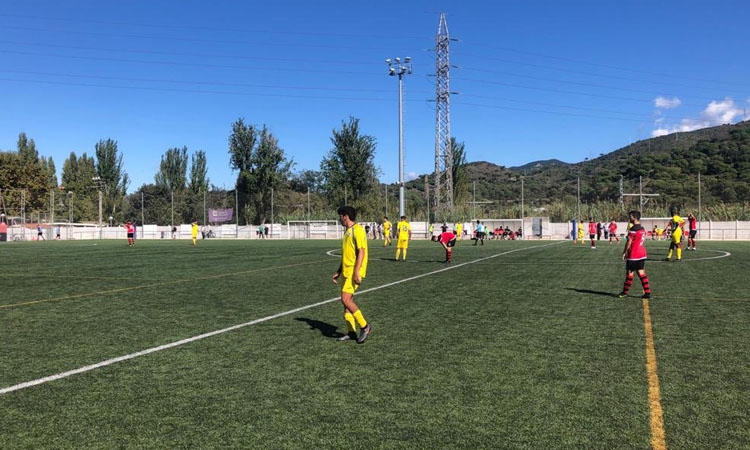 Derbi ajornat: la Segona Catalana de futbol para 15 dies