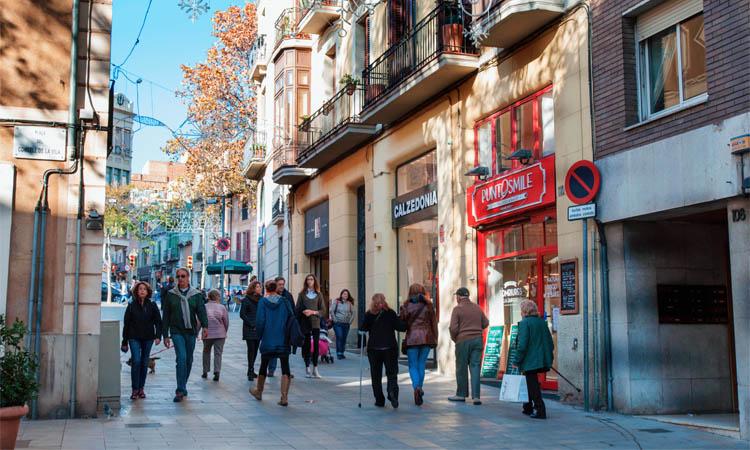 L'eix comercial de Sarrià, un dels que ha patit més tancaments de botigues