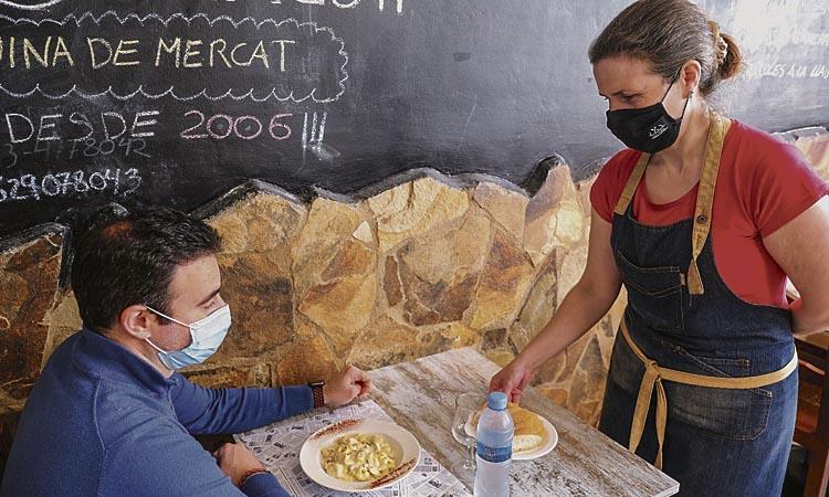 Sant Joan vol impulsar el servei a domicili dels restaurants locals