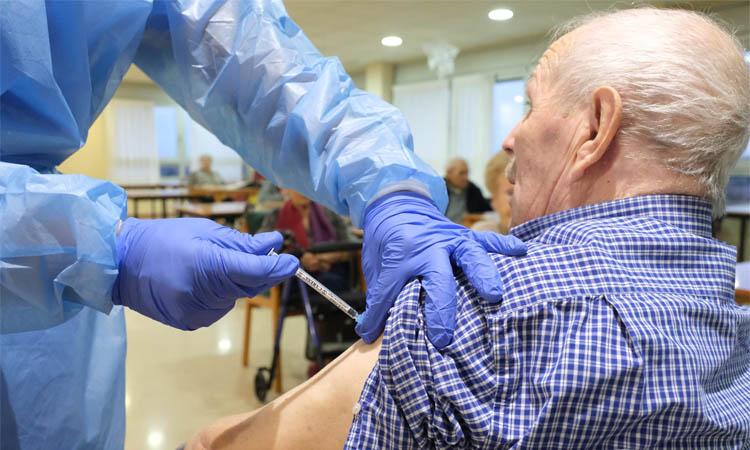 Salut vacuna els residents de totes les residències d'Esplugues, Sant Joan i Sant Just
