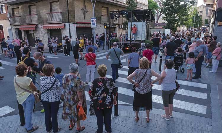 Música i teatre sobre camions a la Festa Major de Sant Joan més atípica