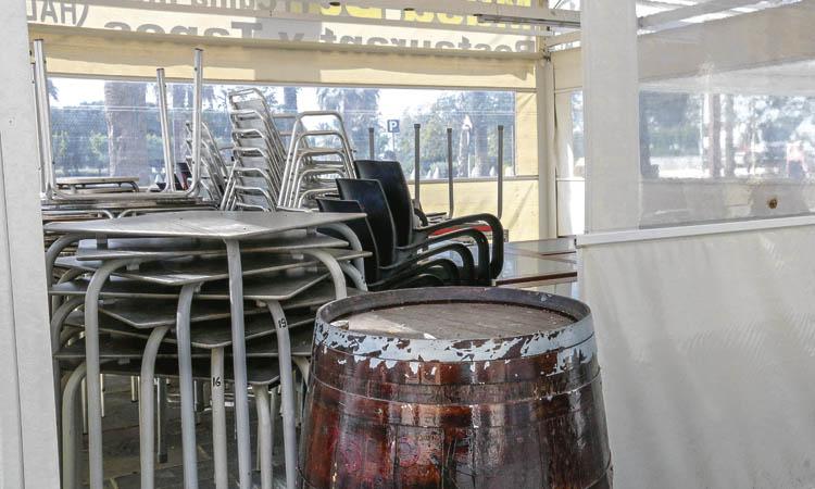 Esplugues i Sant Joan redueixen les taxes de les terrasses als bars