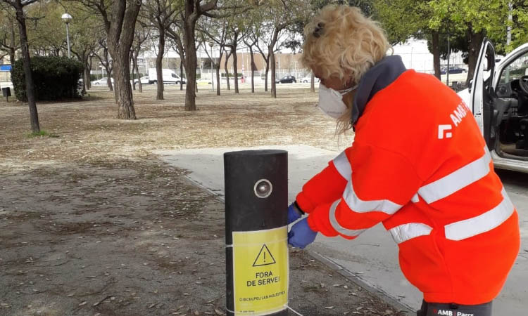 L'AMB tanca les fonts dels parcs per reduir al màxim el risc de contagi