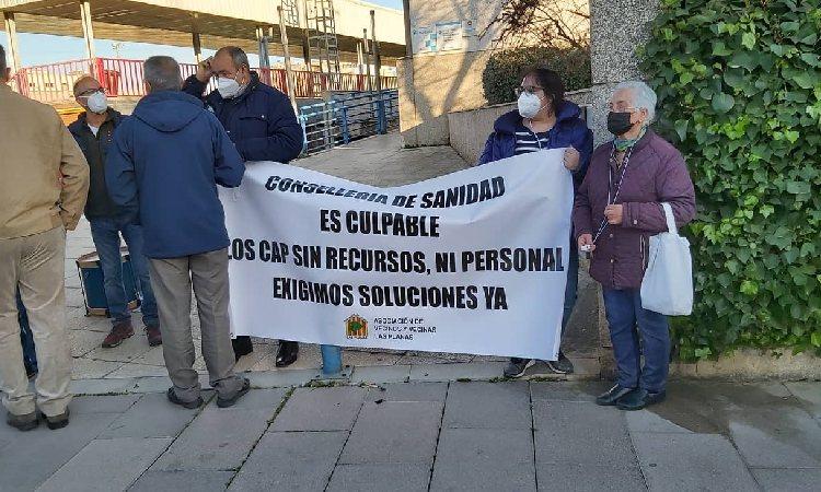 Sant Joan Despí protesta per la manca de recursos als CAP