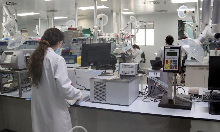 La vacuna que Reig Jofre fabricarà a Sant Joan Despí es repartirà a partir del 19 d'abril