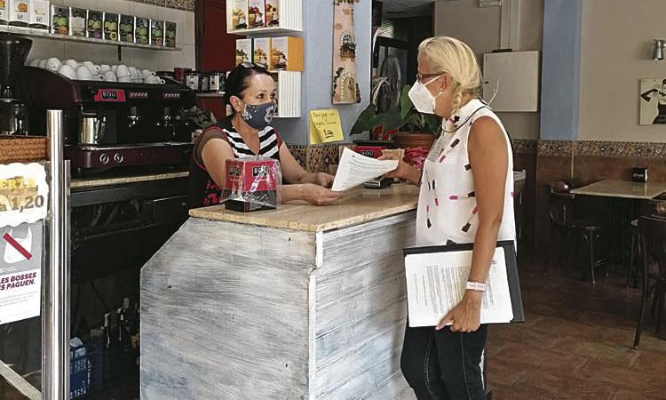 Esplugues controla l'aforament i les terrasses dels restaurants