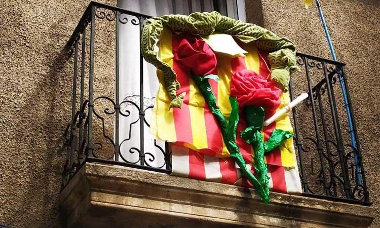El Sant Jordi a Cerdanyola: balcons confinats que contagien alegria