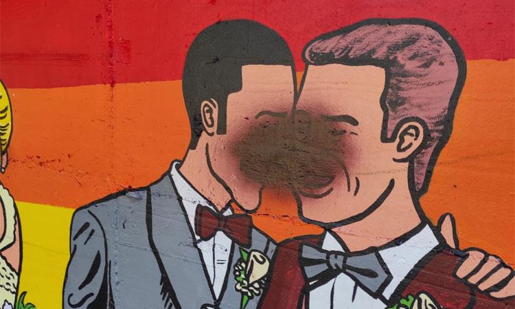 L'homofòbia colpeja l'art de les parets de Ripollet