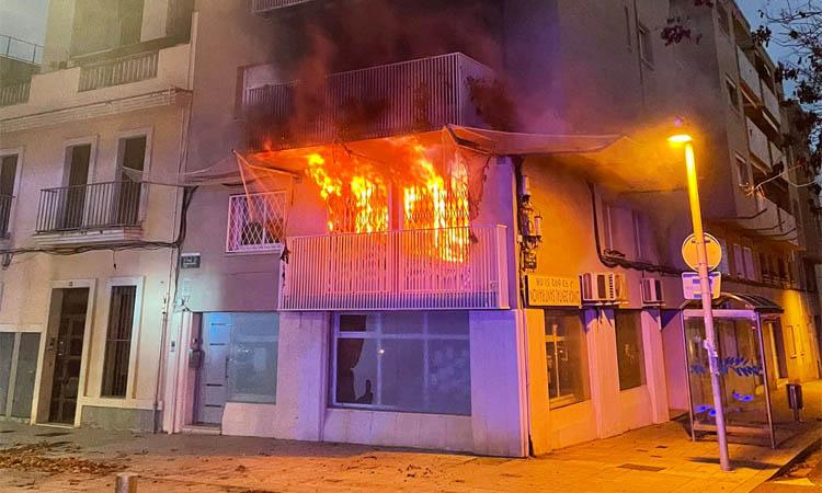 Diversos hospitalitzats per un incendi en un pis de Cerdanyola