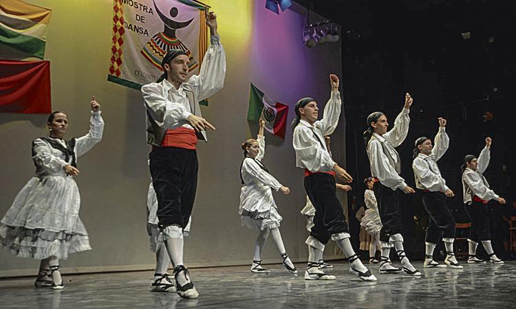Cultures del món s'exhibeixen a la Mostra de Dansa de Cerdanyola