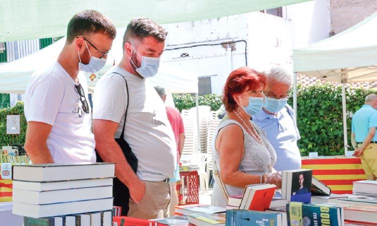 Roses i llibres contra el virus