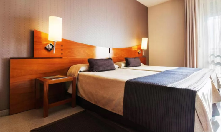 Els hotelers continuen denunciant festes il·legals