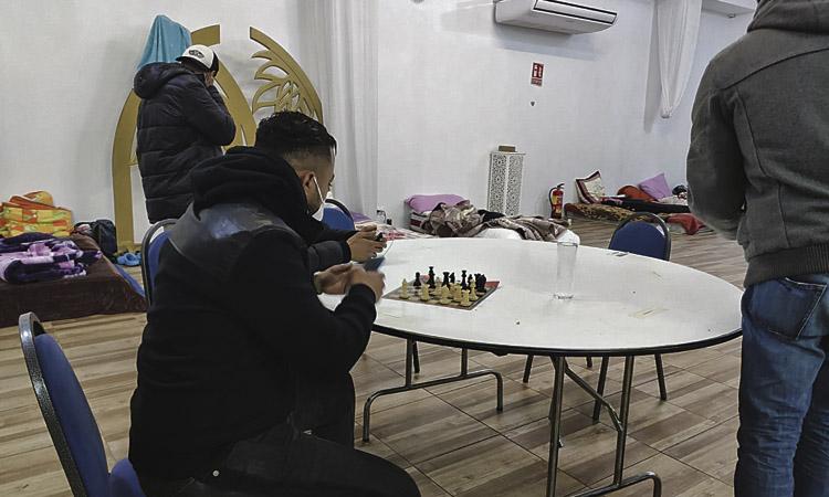 El miratge de Canovelles: una sala de festes acull joves sense llar