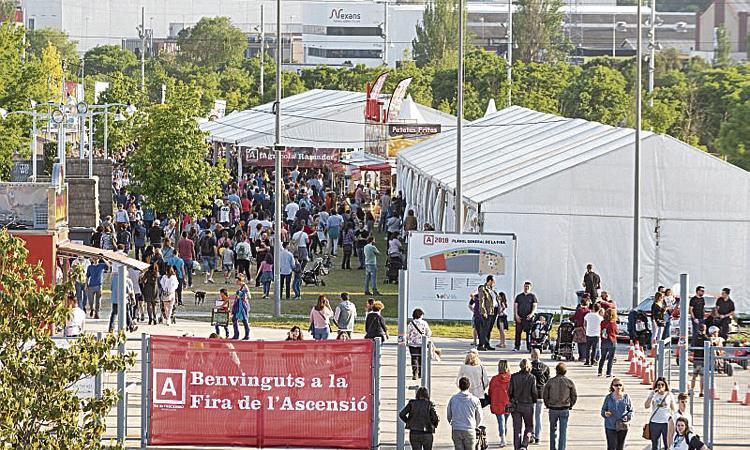 La Fira de l'Ascensió omple el parc firal d'activitats i públic
