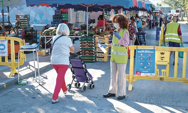 La Llagosta recupera el mercat ambulant setmanal