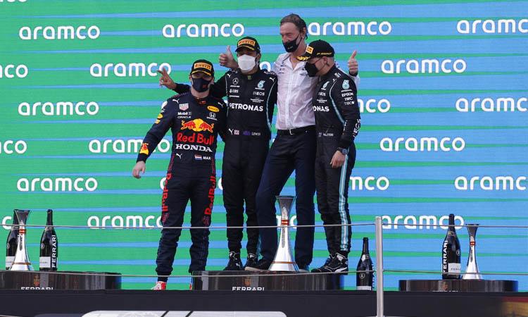 L'estratègia de Mercedes dona la victòria a Hamilton