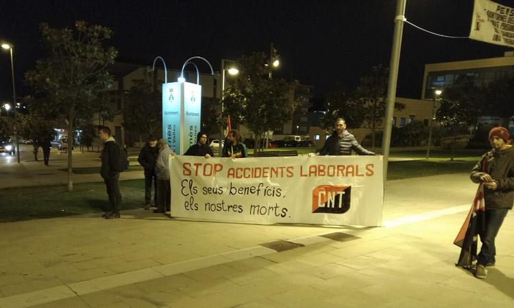 Concentració a Montornès per protestar per la mort d'un treballador