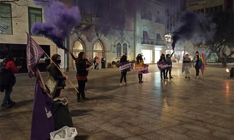 La comarca commemora el 25N davant de les pantalles