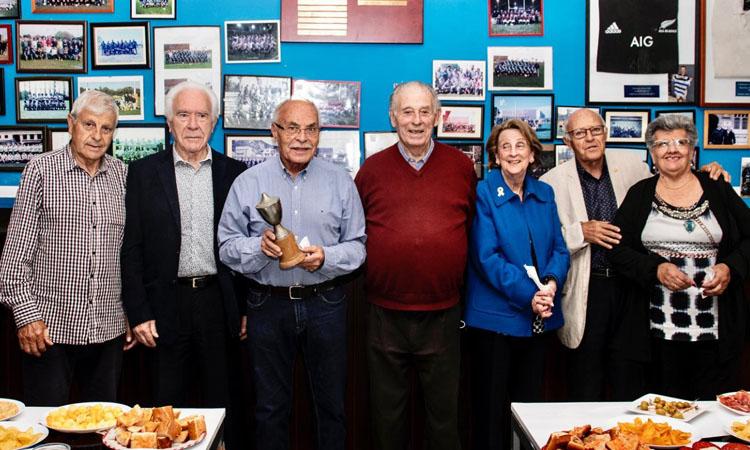 El CNPobleNou de Barcelona recupera un trofeu del segle passat