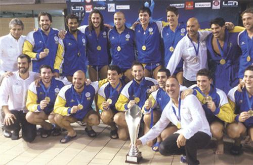 Els mariners, amb el trofeu de supercampions. Foto: CNAB