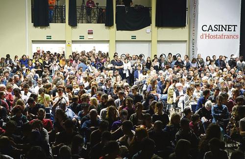 El Casinet d'Hostrafrancs es va omplir per la presentació del sindicat i un centenar de persones van haver de seguir l'acte des del carrer. Foto: Sindicat de Llogaters