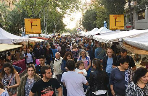 La Mostra es va omplir de gent. Foto: Eix Comercial Sagrada Família