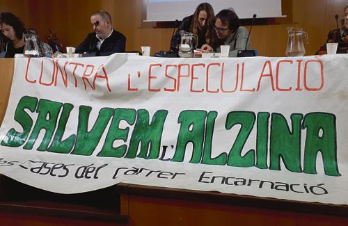 Els veïns van protestar a l'Audiència Pública. Foto: Twitter (@anglestomasgonz)