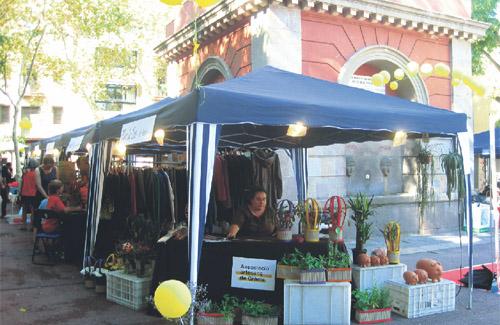 Els artesans de Gràcia van col·locar-se a la plaça de la Vila. Foto: AG