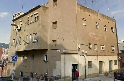 El bloc de Santa Rosalia de moment no s'enderrocarà. Foto: Arxiu