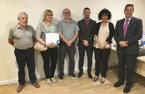Representants de Cor d'Horta i del Banc Sabadell després de firmar el conveni. Foto: Cor d'Horta